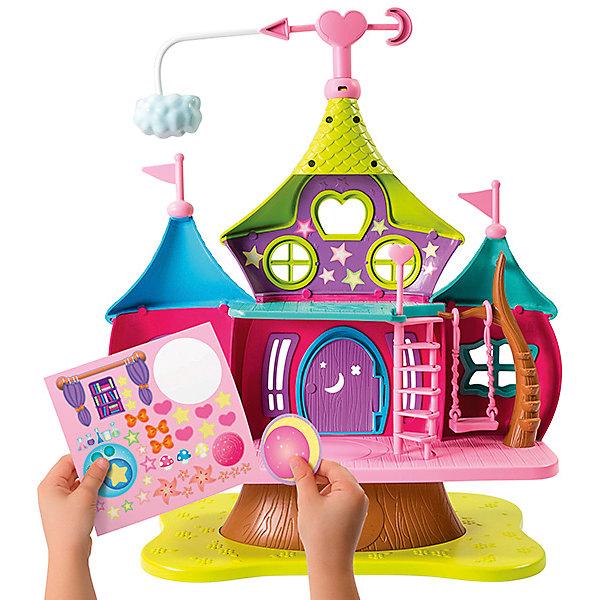 Дом волшебниц с фигуркой Хэйзл, м/ф Маленькие волшебницы, Spin MasterИгровые наборы с фигурками<br>Новинка от всемирно известного производителя Spin Master - игрушка по мотивам мультфильма Маленькие волшебницы. Очаровательный кукольный домик выглядит ярко и очень эффектно. У него два этажа, есть лестница и подвесные качели. Также имеется котел, в котором варится волшебное зелье. В комплект также входит небольшая фигурка одной из главных героинь мультфильма - Хэйзл  (размер около 8 см, руки и ноги подвижны). Кроме того, в набор включен лист с наклейками, ими можно декорировать дом по своему усмотрению.<br>Ширина мм: 490; Глубина мм: 380; Высота мм: 130; Вес г: 1775; Возраст от месяцев: 36; Возраст до месяцев: 120; Пол: Женский; Возраст: Детский; SKU: 4967269;