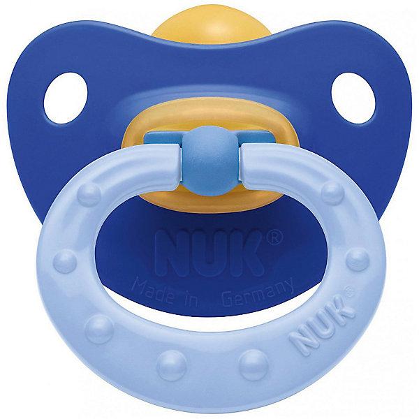 Пустышка латексная NUK Soft, 6-18 мес., синяяПустышки<br>Пустышка латексная усп. SOFT, р-р 2, синяя от немецкого производителя высококачественных товаров для новорожденных NUK (Нук). Эта успокаивающая пустышка приятного красного цвета придет по вкусу как малышу, так и маме.<br><br>Пустышка выполнена из натурального материала – латекса, что делает саму соску мягкой и теплой на ощупь. В виду своего натурального происхождения эта соска пустышки имеет медово-желтый цвет и слабовыраженный вкус. Форма соски протестирована и одобрена ортодонтами и подстраивается под ротик малыша, оставляя место для движения языка и не деформируя формирование прикуса малыша. Специально разработанная схема строения соски не пропускает воздух во время сосания, предотвращая появление коликов. Превосходное качество и безопасность для вашего малыша.<br><br>Дополнительная информация:<br>• Материал: латекс, пластик;<br>• Размер соски: 2;<br>• Система NUK AIR;<br>• Натуральные материалы.<br><br>Пустышку латексную усп. SOFT, р-р 2, синяя, NUK (Нук) можно купить в нашем интернет-магазине.<br>Ширина мм: 92; Глубина мм: 92; Высота мм: 173; Вес г: 38; Возраст от месяцев: 6; Возраст до месяцев: 12; Пол: Унисекс; Возраст: Детский; SKU: 4998421;