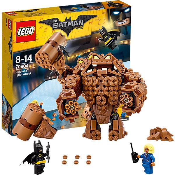 LEGO Batman Movie 70904: Атака ГлиноликогоПластмассовые конструкторы<br>LEGO Batman Movie 70904: Атака Глиноликого<br><br>Характеристики:<br><br>- в набор входит: детали Глиноликого, 2 минифигурки, аксессуары, красочная инструкция<br>- минифигурки набора: Бэтмен, мэр МакКаскил<br>- состав: пластик<br>- количество деталей: 448 <br>- высота Глиноликого: 14 см.<br>- размер ловушки: 4 * 2 * 4 см.<br>- примерное время сборки: 30 мин.<br>- для детей в возрасте: от 8 до 14 лет<br>- Страна производитель: Дания/Китай/Чехия<br><br>Легендарный конструктор LEGO (ЛЕГО) представляет серию «Batman Movie» (Бэтмен Муви) по сюжету одноименного лего мультфильма. Серия понравится любителям комиксов DC и историй о Бэтмене. <br><br>Глиноликий напал на мэра Готем-сити, пока все отмечали уход на пенсию любимого всеми комиссара Гордона. Глиноликий вооружен и очень опасен, шестизарядная пушка может стрелять сразу шестью кусками глины. Руки и ноги злодея двигаются во все стороны, потому что они выполнены на шарнирных ЛЕГО-деталях. Монстр прекрасно детализирован и выглядит устрашающе. <br><br>На помощь мэру спешит Бэтмен. Он представлен в своем классическом черном костюме, на нем черный тканевый плащ и желтый съемный пояс, в руках Бэтмена бетаранг. Фигурка мэра отлично прорисована, ее объемные волосы уложены в прическу. Обе фигурки оснащены двумя выражениями лица. Помоги Бэтмену восстановить порядок в Готем-сити вместе с набором серии «Batman Movie»<br><br>Конструктор LEGO Batman Movie 70904: Атака Глиноликого можно купить в нашем интернет-магазине.<br>Ширина мм: 284; Глубина мм: 266; Высота мм: 63; Вес г: 520; Возраст от месяцев: 96; Возраст до месяцев: 168; Пол: Мужской; Возраст: Детский; SKU: 5002399;