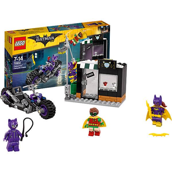 LEGO Batman Movie 70902: Погоня за Женщиной-кошкойПластмассовые конструкторы<br>LEGO Batman Movie 70902: Погоня за Женщиной-кошкой<br><br>Характеристики:<br><br>- в набор входит: детали мотоцикла и магазина, 3 минифигурки, аксессуары, красочная инструкция<br>- минифигурки набора: Женщина-кошка, Бэтгёрл, Робин <br>- состав: пластик<br>- количество деталей: 139 <br>- размер мотоцикла: 13 * 3 * 4 см.<br>- размер магазина: 11 * 5 * 8 см.<br>- примерное время сборки: 30 мин.<br>- для детей в возрасте: от 7 до 14 лет<br>- Страна производитель: Дания/Китай/Чехия<br><br>Легендарный конструктор LEGO (ЛЕГО) представляет серию «Batman Movie» (Бэтмен Муви) по сюжету одноименного лего мультфильма. <br><br>Серия понравится любителям комиксов DC и историй о Бэтмене. Женщина-кошка сбивает столбы в городе и хочет ограбить ювелирный магазин. Но Бэтгёрл и Робин просто так ей это не позволят сделать. <br><br>Фигурки набора отлично детализированы и качественно прорисованы, у всех есть по два выражения лица. Робин и Бэтгёрл носят тканевые плащи, Женщина-кошка облачена в маску и вооружена хлыстом. Оружие Бэтгёрл – желтый бэтаранг. <br><br>Окна и двери магазинчика открываются, столб можно опускать в горизонтальное положение. Помоги Робину и Бэтгёрл восстановить порядок в Готем-сити вместе с набором серии «Batman Movie»<br><br>Конструктор LEGO Batman Movie 70902: Погоня за Женщиной-кошкой можно купить в нашем интернет-магазине.<br>Ширина мм: 264; Глубина мм: 142; Высота мм: 53; Вес г: 230; Возраст от месяцев: 84; Возраст до месяцев: 168; Пол: Мужской; Возраст: Детский; SKU: 5002401;