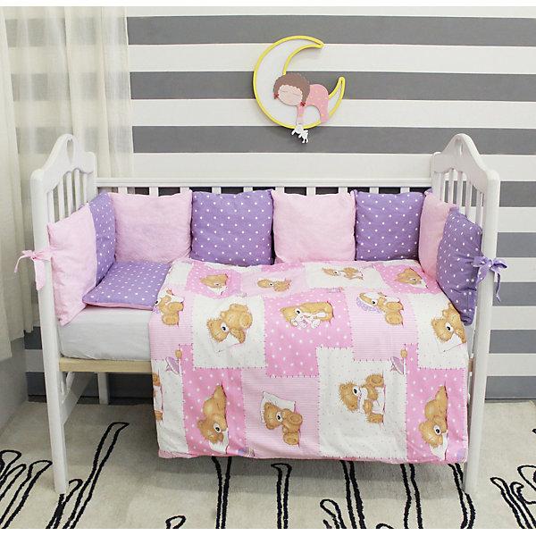 Комплект в кроватку 6 предметов By Twinz, Тедди, розовыйПостельное белье в кроватку новорождённого<br>Комплект постельного белья byTwinz для девочек состоит из 6-ти предметов: бортик из подушек, подушка, одеяло, наволочка, пододеяльник и простынь. Постельное белье выполнено из гипоаллергенных материалов, наполнитель подушек и одеяла экологически чистый. <br><br>Мягкий бортик состоит из 12-ти подушек, которые размещаются по периметру кроватки и крепятся к бортику с помощью тканевых завязок. Наволочки подушек съемные. <br>Пододеяльник застегивается на молнию, которая находится с боковой стороны изделия (продольный край). <br>Простынь на резинке надежно фиксируется, не сминается и не сползает. <br><br>Комплект в кроватку «Тедди» предназначен для детских кроваток размером 120х60 см и 125х65 см. <br><br>Дополнительная информация:<br><br>Размеры: <br><br>- бортики-подушки, 12 шт.: 30х30 см каждая;<br>- наволочки на молнии на бортики-подушки, 12 шт.: 33х33 см каждая;<br>- детская подушка: 35х45 см;<br>- детское одеяло: 100х140 см;<br>- пододеяльник на молнии: 105х145 см;<br>- наволочка: 36х46 см; <br>- простынь на резинке: 125х65 см.<br><br>Материал: 100% хлопок<br>Наполнитель (подушки, одеяло): холлофайбер<br><br>Постельное белье Тедди 6 пред., byTwinz, розовый можно купить в нашем интернет-магазине.<br>Ширина мм: 580; Глубина мм: 580; Высота мм: 180; Вес г: 3000; Возраст от месяцев: 0; Возраст до месяцев: 36; Пол: Женский; Возраст: Детский; SKU: 5045081;