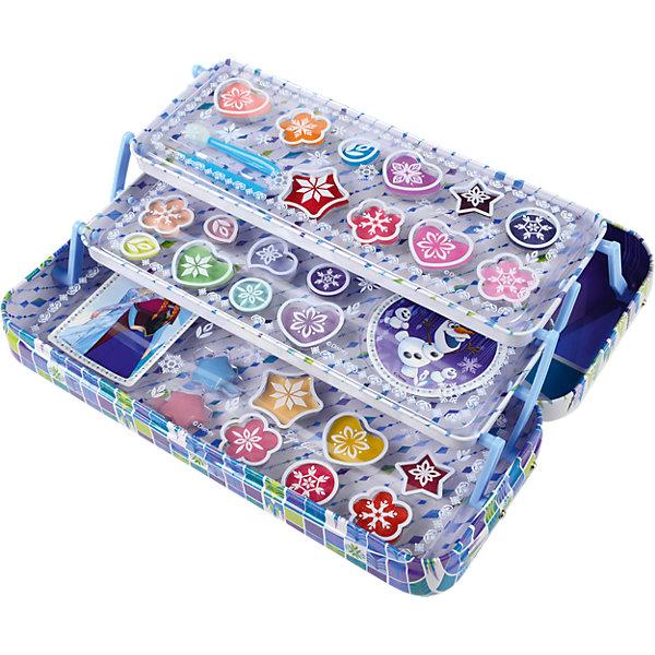 Frozen Игровой набор детской декоративной косметики в пеналеНаборы детской косметики<br>Состав набора: палитра блесков для губ из 16 оттенков, палитра кремовых теней для век из 8 оттенков, аппликатор для нанесения теней 1 шт., кисть для нанесения блесков для губ 1 шт., наклейки 2 шт., пенал 1 шт.<br>Ширина мм: 223; Глубина мм: 93; Высота мм: 43; Вес г: 261; Возраст от месяцев: 36; Возраст до месяцев: 72; Пол: Женский; Возраст: Детский; SKU: 5117222;