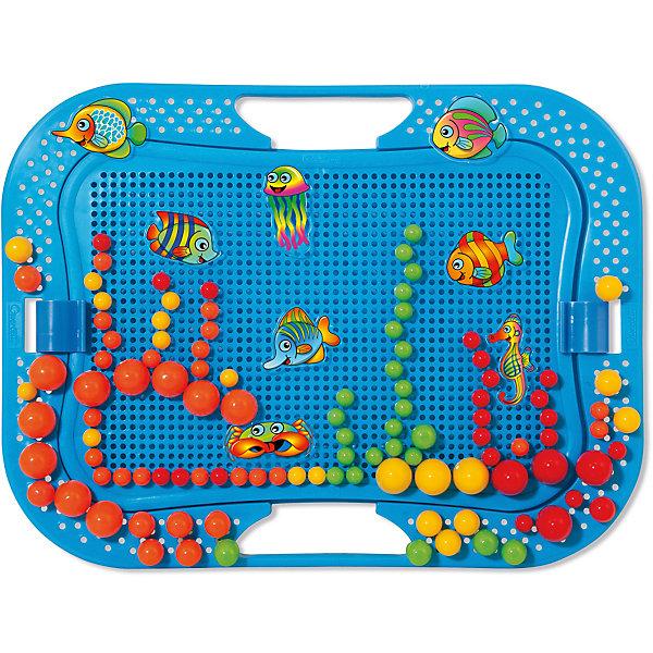 Мозаика Создай Подводный мир, 200 деталей, QuercettiОзнакомление с окружающим миром<br>Мозаика Создай Подводный мир, 200 деталей, Quercetti (Кверчетти).<br><br>Характеристики:<br><br>- В наборе: 200 гвоздиков 2-х разных размеров 10 и 20 мм, 16 пуговиц с изображением рыбок с наклейками (2 одинаковых набора по 8 штук), чемоданчик для хранения, основа для мозаики, держатель, цветной буклет<br>- Размер игрового поля: 25 х 16,5 см.<br>- Цвета: красный, оранжевый, желтый, зеленый<br>- Морские существа: 5 разных рыбок, медуза, краб и морской конек<br>- Материал: безопасный пластик, окрашенный нетоксичными красками<br>- Упаковка: картонная коробка<br>- Размер упаковки: 35,5 х 28 х 5,5 см.<br>- Вес: 620 гр.<br><br>Мозаика Создай Подводный мир приведет в восторг вашего ребенка и не позволит ему скучать. Комбинируя яркие разноцветные детали разного диаметра, ребенок может собирать на игровом поле настоящий аквариум с рыбками. Из базовых деталей он сложит кораллы и водоросли, а в «воде», на синем фоне планшета, поселит ярких тропических рыбок. Для каждой рыбки в наборе предусмотрена цветная чудо-наклейка, которая «оживает», если смотреть на нее под разными углами. Мозаику легко взять с собой куда угодно, поскольку она упакована в удобный чемоданчик-планшет. Его крышка – это игровое поле с множеством дырочек. За специальные ручки чемоданчик можно легко переносить с места на место, игровое поле при этом фиксируется замочками. На полях чемоданчика есть дополнительное место для игры. Также имеется держатель, который позволяет устанавливать чемоданчик в вертикальное положение. Детали мозаики изготовлены из прочного гладкого пластика с глянцевой поверхностью, а игровое поле – из мягкого и гибкого пластика. Собирание мозаики развивает у детей цветовосприятие, творческие способности, внимание, усидчивость и мелкую моторику.<br><br>Мозаику Создай Подводный мир, 200 деталей, Quercetti (Кверчетти) можно купить в нашем интернет-магазине.<br>Ширина мм: 360; Глубина мм: 60; Высота мм: 280; В