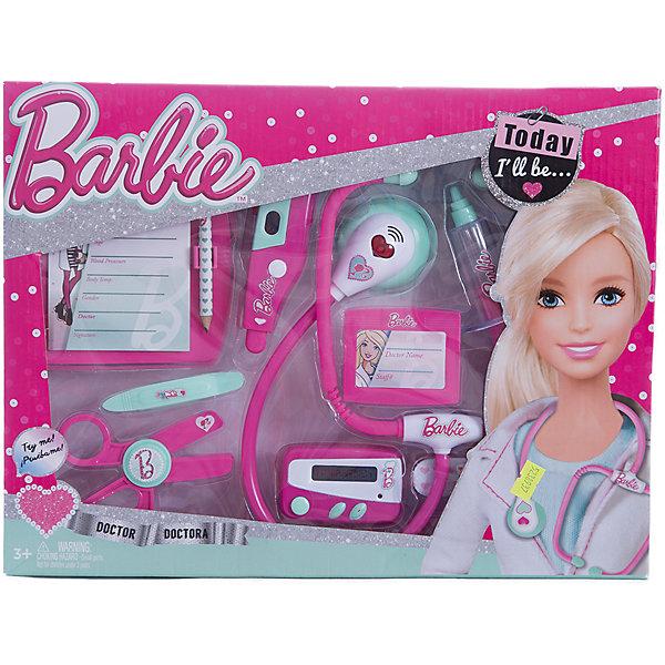 Игровой набор юного доктора средний, BarbieНаборы доктора и ветеринара<br>Игровой набор юного доктора на блистере, Barbie (Барби).<br><br>Характеристика:<br><br>• Материал: пластик. <br>• Размер упаковки: 37х6х 28 см.<br>• Комплектация: стетоскоп; электронный градусник для измерения температуры; пейджер; шприц; ножницы;<br>планшет для записей с карандашом; бейдж; пластырь;<br>пинцет. <br>• Звуковые и световые эффекты. <br>• Отличная детализация. <br>• Элемент питания: для стетоскопа - 2 батарейки типа AG13 (входят в комплект); электронный градусник - 2 батарейки типа AG10 (входят в комплект); для пейджера - 2 батарейки типа AG13 (входят в комплект).<br>• Яркий привлекательный дизайн. <br><br>С этим ярким набором врача ваша девочка почувствует себя самым настоящим доктором. Все аксессуары отлично детализированы и хорошо проработаны, очень похожи на медицинские инструменты. Игрушки изготовлены из экологичного пластика, в производстве которого использованы только безопасные нетоксичные красители.<br><br>Игровой набор юного доктора на блистере, Barbie (Барби), можно купить в нашем интернет-магазине.<br>Ширина мм: 370; Глубина мм: 280; Высота мм: 600; Вес г: 565; Возраст от месяцев: 36; Возраст до месяцев: 2147483647; Пол: Женский; Возраст: Детский; SKU: 5238937;