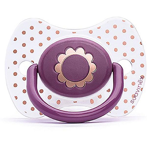 Пустышка силиконовая Haute Couture, от 4 мес, Suavinex, фиолетовый цветокПустышки<br>Характеристики:<br><br>• Наименование: пустышка<br>• Рекомендуемый возраст: от 4 месяцев<br>• Пол: для девочки<br>• Материал: силикон, пластик<br>• Цвет: фиолетовый, белый, золотистый<br>• Рисунок: цветы, горошинки<br>• Форма: физиологическая<br>• Наличие вентиляционных отверстий <br>• Кольцо для держателя<br>• С эффектом позолоты<br>• Вес: 31 г<br>• Параметры (Д*Ш*В): 6,1*6,1*9,1 см <br>• Особенности ухода: можно мыть в теплой воде, регулярная стерилизация <br><br>Пустышка Haute Couture от 4 мес, Suavinex, фиолетовый цветок изготовлена испанским торговым брендом, специализирующимся на выпуске товаров для кормления и аксессуаров новорожденным и младенцам. Продукция от Suavinex разработана с учетом рекомендаций педиатров и стоматологов, что гарантирует качество и безопасность использованных материалов. <br><br>Пластик, из которого изготовлено изделие, устойчив к появлению царапин и сколов, благодаря чему пустышка длительное время сохраняет свои гигиенические свойства. Форма у соски способствует равномерному распределению давления на небо, что обеспечивает правильное формирование речевого аппарата. <br><br>Пустышка имеет классическую форму, для прикрепления держателя предусмотрено кольцо. Изделие выполнено в брендовом дизайне, с изображением цветка. Рисунок с эффектом позолоты нанесен по инновационной технологии, которая обеспечивает стойкость рисунка даже при длительном использовании и частой стерилизации.<br><br>Пустышку Haute Couture от 4 мес, Suavinex, фиолетовый цветок можно купить в нашем интернет-магазине.<br>Ширина мм: 61; Глубина мм: 61; Высота мм: 91; Вес г: 31; Возраст от месяцев: 4; Возраст до месяцев: 24; Пол: Женский; Возраст: Детский; SKU: 5451276;