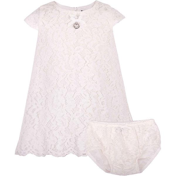Комплект: платье и шорты для девочки GulliverКомплекты<br>В сезоне Весна/Лето 2017 кружево не только не сдает своих позиций, а, напротив, набирает обороты. Белое кружевное платье из коллекции Акварель - олицетворение благородства и чистоты. Это платье отлично впишется в летний гардероб малышки, не нарушив ее комфорта.  Если вы предпочитаете иметь в гардеробе девочки хотя бы одну стильную нарядную вещь, вам стоит купить платье из коллекции Акварель и вашему ребенку гарантирован образ юной принцессы с хорошим вкусом и благородными манерами. Завершат образ малышки очаровательные кружевные трусы, скрывающие подгузник.<br>Состав:<br> 100% хлопок/ 100% полиэстер<br>Ширина мм: 191; Глубина мм: 10; Высота мм: 175; Вес г: 273; Цвет: белый; Возраст от месяцев: 12; Возраст до месяцев: 15; Пол: Женский; Возраст: Детский; Размер: 80,80,86; SKU: 5483365;