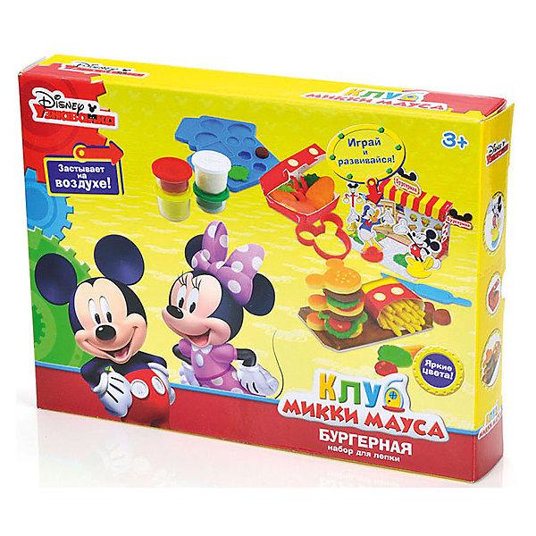 Набор для лепки Disney Клуб Микки Мауса Магазин пирожных (6 цветов)Наборы для лепки игровые<br>Вместе с наборами Disney можно самостоятельно создавать разнообразные поделки!<br>В отличие от пластилина, масса для лепки Disney мягкая, очень пластичная и приятная на ощупь, поэтому ребёнку легко с ней работать. Она не прилипает к рукам и не оставляет жирных следов на одежде и мебели.<br>Масса нетоксична. Она имеет солёный вкус, что предостерегает ребёнка от желания съесть её.<br>Оригинальные и узнаваемые аксессуары Disney развивают воображение и творческое мышление малыша.<br>Ширина мм: 320; Глубина мм: 240; Высота мм: 50; Вес г: 650; Возраст от месяцев: 36; Возраст до месяцев: 72; Пол: Унисекс; Возраст: Детский; SKU: 5515063;