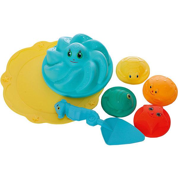 Набор для песка ABtoys Лучик, 7 предметовИграем в песочнице<br>Характеристики:<br><br>• в комплекте: 5 формочек, лопатка, подставка для формочек<br>• материал: пластик<br>• размер упаковки: 24х24х10 см<br>• вес: 170 грамм<br><br>Набор для песка Лучик изготовлен из высококачественного пластика, безопасного для детского здоровья. В комплект входят пять формочек, лопатка и подставка для формочек. Каждый предмет выполнен в виде забавного морского животного, с которым малышу непременно захочется поиграть. Набор Лучик точно  не даст заскучать во время игры!