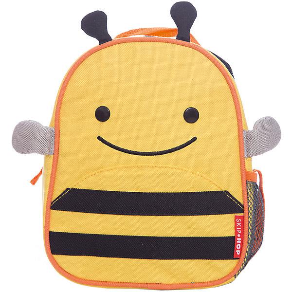 Рюкзак детский с поводком Пчела, Skip HopДетские рюкзаки<br>Характеристики товара:<br><br>• возраст от 11 месяцев;<br>• материал: полиэстер;<br>• легко одевается на ребенка<br>• ремешок безопасности регулируется до необходимой длины<br>• позволяет малышу свободно исследовать мир, находясь под контролем родителей<br>• можно стирать в машинке<br>• бирочка для имени<br>• размер рюкзака 23х19х8,5 см;<br>• страна производитель: Китай.<br><br>Рюкзак детский с поводком «Пчела» Skip Hop выполнен в виде забавной полосатой пчелки. Теперь все необходимые вещи всегда будут под рукой у малыша. Он может брать рюкзачок с собой на прогулку, в гости, в детский садик. Во внутреннем отделении поместятся любимые игрушки, карандаши, раскраски, блокноты. Сбоку сетчатый кармашек для бутылочки с напитками или контейнера для еды.<br><br>Мягкие лямки обеспечивают комфортное ношение. Предусмотрена небольшая ручка для переноски в руках или подвешивания. Специальный ремешок-поводок разработан для родителей, которые будут контролировать движения малыша, который еще только познает окружающий мир. Рюкзак изготовлен из плотных износостойких материалов.<br><br>Рюкзак детский с поводком «Пчела» Skip Hop можно приобрести в нашем интернет-магазине.<br>Ширина мм: 230; Глубина мм: 60; Высота мм: 370; Вес г: 335; Возраст от месяцев: 24; Возраст до месяцев: 72; Пол: Унисекс; Возраст: Детский; SKU: 5608235;