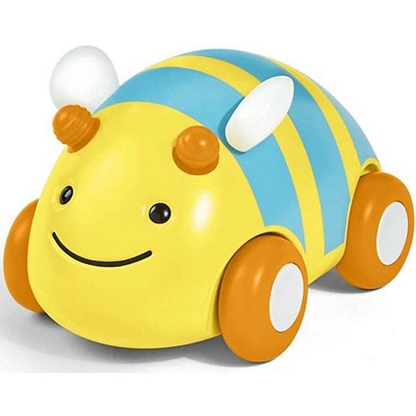 Развивающая игрушка Пчела-машинка, Skip HopКаталки и качалки<br>Характеристики товара:<br><br>• возраст от 12 месяцев;<br>• материал: пластик;<br>• размер игрушки 11х8х8 см;<br>• размер упаковки 14х12х10 см;<br>• вес упаковки 315 гр.;<br>• страна производитель: Китай.<br><br>Развивающая игрушка «Пчела-машинка» Skip Hop в виде желтой пчелки — увлекательная игрушка для малышей. Она представляет собой машинку, которая ездит по поверхности на колесиках. Машинка оснащена инерционным механизмом, чтобы запустить ее, надо немного оттянуть игрушку назад и отпустить. Резиновые колеса не повреждают напольное покрытие. Игрушка позволит малышу весело провести время. Она развивает у малышей моторику рук, тактильные ощущения, зрительное и цветовое восприятие. Изготовлена из качественного безвредного пластика.<br><br>Развивающую игрушку «Пчела-машинка» Skip Hop можно приобрести в нашем интернет-магазине.<br>Ширина мм: 140; Глубина мм: 100; Высота мм: 120; Вес г: 315; Возраст от месяцев: 24; Возраст до месяцев: 72; Пол: Унисекс; Возраст: Детский; SKU: 5608262;