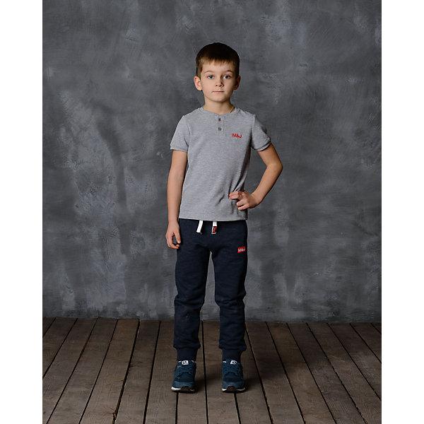 Брюки для мальчика Modniy JukБрюки<br>Характеристики товара:<br><br>• цвет: джинс<br>• состав: 65% хлопок, 35% полиэстер<br>• спортивный силуэт<br>• карманы<br>• пояс - мягкая резинка<br>• манжеты<br>• логотип<br>• шнурок в поясе<br>• страна бренда: Российская Федерация<br>• страна производства: Российская Федерация<br><br>Модели одежды из новой коллекции от бренда Модный жук - это стильные и удобные вещи, созданные специально для детей. Они отличаются продуманным дизайном, качественными материалами и комфортной посадкой. Дети носят их с удовольствием! Стильные брюки спортивного силуэта - хит сезона, отличный вариант базовой вещи для разной погоды. Они отлично сочетаются с майками, футболками, куртками. Хорошо сидят по фигуре.<br><br>Брюки для мальчика от популярного бренда Модный жук можно купить в нашем интернет-магазине.<br>Ширина мм: 215; Глубина мм: 88; Высота мм: 191; Вес г: 336; Цвет: синий; Возраст от месяцев: 24; Возраст до месяцев: 36; Пол: Мужской; Возраст: Детский; Размер: 98,104; SKU: 5613573;