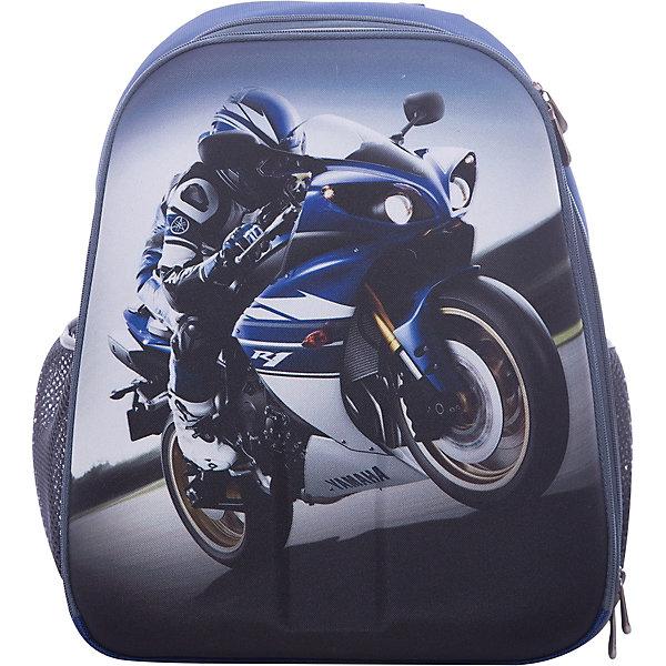 Рюкзак школьный каркасный МотогонщикШкольные рюкзаки<br>Характеристики:<br>• размер: 37х31,5х17 см.;<br>• состав: нейлон, полиэстер;<br>• вес: 900 г.;<br>• особенности: светоотражающие знаки;<br>• для детей в возрасте: от 6 лет;<br>• страна производитель: Китай.<br>Этот вместительный рюкзак, выполненный в гоночном стиле от бренда CENTRIUM (Центриум) отлично подойдёт для школы и внеклассных занятий. Рюкзак оснащён обширным отделением на молнии, в которое помещаются книги и тетради формата А4. Внутри расположены дополнительные отделения-карманы. По бокам находятся два сетчатых кармана на резинках для мелочей или бутылочки воды. <br>Мягкая спинка из однородного материала приятна в использовании. Широкие и регулируемые лямки способствуют правильному распределению нагрузки на спину. С помощью качественно прошитой ручки рюкзак можно носить в руке или вешать на крючок. Благодаря своему каркасу, рюкзак сохраняет свою форму и в нём легче найти нужный предмет или книгу.<br>Рюкзак изготовлен в соответствии с требованиями безопасности детей в тёмное время суток и оснащён деталями со светоотражающими частицами спереди и по бокам.<br>Каркасный рюкзак «Мотогонщик» можно купить в нашем интернет-магазине.<br>Ширина мм: 170; Глубина мм: 315; Высота мм: 370; Вес г: 900; Возраст от месяцев: 72; Возраст до месяцев: 2147483647; Пол: Мужской; Возраст: Детский; SKU: 6842146;