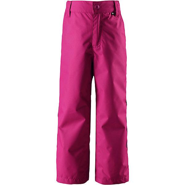 Брюки Reimatec® Reima Slana для девочкиОдежда<br>Характеристики товара:<br><br>• цвет: розовый;<br>• состав: 100% полиэстер;<br>• подкладка: 100% полиэстер;<br>• без утеплителя;<br>• температурный режим: от 0 до +15С;<br>• сезон: демисезон;<br>• водонепроницаемость: 10000 мм;<br>• воздухопроницаемость: 10000 мм;<br>• износостойкость: 30000 циклов (тест Мартиндейла);<br>• водо- и ветронепроницаемый, дышащий и грязеотталкивающий материал;<br>• основные швы проклеены и водонепроницаемы;<br>• прямой крой;<br>• застежка: ширинка на молнии и пуговица;<br>• гладкая подкладка из полиэстера;<br>• регулируемый обхват талии;<br>• липучки на штанинах;<br>• два боковых кармана;<br>• карман с креплением для датчика ReimaGO;<br>• светоотражающие детали;<br>• страна бренда: Финляндия;<br>• страна изготовитель: Китай.<br><br>Параметры изделия:<br>• Длина внутреннего шва брюк : 50 см<br><br>Практичные, водо и грязеотталкивающие демисезонные брюки изготовлены из прочного, но при этом легкого материала. Они отлично прослужат вам круглый год в холодную погоду просто подденьте под брюки теплый промежуточный слой. Ширинка на молнии облегчает надевание.<br><br>Если вы решили выбрать брюки подлиннее, на вырост, воспользуйтесь специально придуманной застежкой на липучке на концах брючин – благодаря ей ребенок не будет наступать на брюки. Эти надежные всепогодные брюки снабжены светоотражателями, карманом на молнии и потайным карманом для сенсора ReimaGO®.<br><br><br>Брюки Slana Reimatec® Reima от финского бренда Reima (Рейма) можно купить в нашем интернет-магазине.