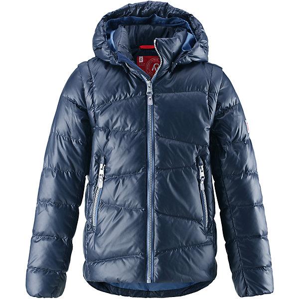 Куртка Reima Martti для мальчикаОдежда<br>Характеристики товара:<br><br>• цвет: синий;<br>• состав: 100% полиамид;<br>• подкладка: 100% полиэстер;<br>• утеплитель: 60% пух, 40% перо;<br>• сезон: зима;<br>• температурный режим: от 0 до -20С;<br>• воздухопроницаемость: 3000 мм;<br>• пуховая куртка для подростков;<br>• водоотталкивающий, ветронепроницаемый и дышащий материал;<br>• гладкая подкладка из полиэстера;<br>• безопасный, съемный капюшон;<br>• отстегивающиеся рукава на молнии;<br>• два боковых кармана;<br>• светоотражающие детали;<br>• страна бренда: Финляндия;<br>• страна изготовитель: Китай.<br><br>Параметры изделия: <br>• Длина внутреннего шва рукава: 46 см<br>• Длина внешнего шва рукава: 60 см <br>• Длина спинки: 59 см<br>• Ширина от плеча до плеча: 33 см<br>• Ширина спинки от подмышки до подмышки: 47  см<br><br>Очень легкая, но при этом теплая и практичная слегка удлиненная куртка для подростков в одно мгновение превращается в жилетку. Эта практичная куртка снабжена утеплителем пух/перо (60/40%). Куртку с гладкой подкладкой из полиэстера легко надевать и очень удобно носить. В теплую погоду стоит лишь отстегнуть рукава, и куртка превратится в жилетку. Наденьте ее с удобной кофтой, и у вас получится модный и стильный наряд. <br><br>А когда на улице похолодает, жилетку можно поддевать в качестве промежуточного слоя. Куртка оснащена съемным капюшоном, что обеспечивает дополнительную безопасность во время активных прогулок – капюшон легко отстегивается, если случайно за что-нибудь зацепится. Два кармана на молнии для мобильного телефона и других ценных мелочей. Образ довершают практичные детали: длинная молния высокого качества и светоотражающие элементы.<br><br>Куртку Martti для мальчика Reima от финского бренда Reima (Рейма) можно купить в нашем интернет-магазине.<br><br>Ширина мм: 356<br>Глубина мм: 10<br>Высота мм: 245<br>Вес г: 519<br>Цвет: синий<br>Возраст от месяцев: 36<br>Возраст до месяцев: 48<br>Пол: Мужской<br>Возраст: Детский<br>Размер: 104,164,158