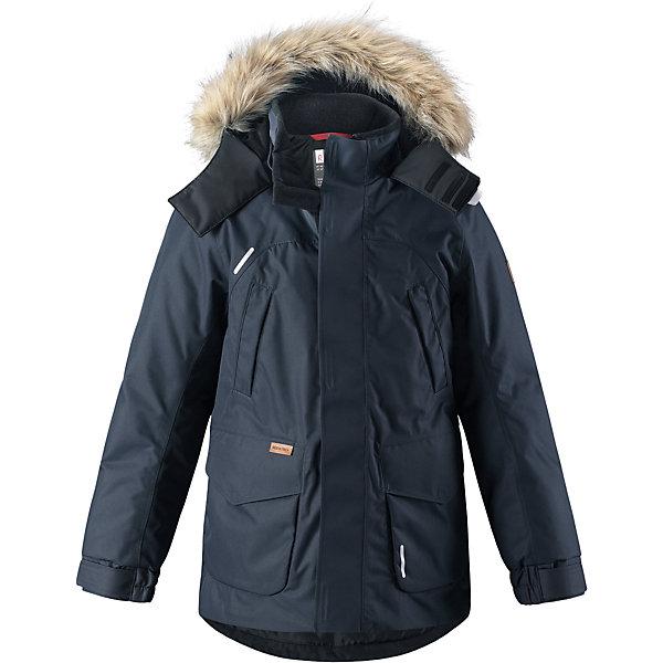Куртка Reimatec®+ Reima Serkku для мальчикаОдежда<br>Характеристики товара:<br><br>• цвет: темно-синий;<br>• состав: 100% полиэстер;<br>• подкладка: 100% полиэстер;<br>• утеплитель: 60% пух, 40% перо;<br>• сезон: зима;<br>• температурный режим: от 0 до -20С;<br>• водонепроницаемость: 15000 мм;<br>• воздухопроницаемость: 7000 мм;<br>• износостойкость: 40000 циклов (тест Мартиндейла);<br>• водо- и ветронепроницаемый, дышащий и грязеотталкивающий материал;<br>• все швы проклеены и водонепроницаемы;<br>• застежка: молния с дополнительной планкой;<br>• гладкая подкладка из полиэстера;<br>• безопасный съемный капюшон;<br>• съемный искусственный мех на капюшоне;<br>• регулируемые манжеты и подол;<br>• внутренняя регулировка талии;<br>• удлиненный подол сзади;<br>• два прорезных кармана;<br>• нагрудные карманы;<br>• внутренний нагрудный карман;<br>• петля для дополнительных светоотражающих деталей;<br>• светоотражающие детали;<br>• страна бренда: Финляндия;<br>• страна изготовитель: Китай.<br><br>Теплая детская куртка-пуховик сшита из ветронепроницаемого и дышащего материала, который, к тому же, абсолютно водонепроницаемый! Все швы в этой стильной куртке проклеены и водонепроницаемы, что гарантирует максимальный комфорт во время зимних прогулок, при любой погоде. Талия и подол этой удлиненной модели легко регулируются, что позволяет подогнать куртку точно по фигуре. <br><br>Съемный капюшон защищает от пронизывающего ветра и безопасен во время игр на свежем воздухе. Кнопки легко отстегиваются, если капюшон случайно за что-нибудь зацепится. Куртка подшита гладкой подкладкой. Модный образ дополняет капюшон с элегантной оторочкой из искусственного меха, которую при желании также можно снять. В нескольких карманах удобно хранить разные важные предметы во время прогулок.<br><br>Куртку Serkku Reimatec®+ Reima от финского бренда Reima (Рейма) можно купить в нашем интернет-магазине.<br>Ширина мм: 356; Глубина мм: 10; Высота мм: 245; Вес г: 519; Цвет: синий; Возраст от месяцев: 36; В