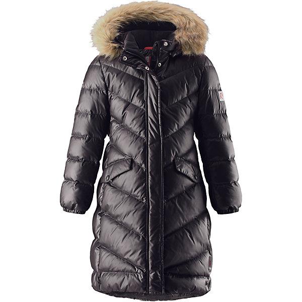 Куртка Reimatec® Reima Satu для девочкиОдежда<br>Характеристики товара:<br><br>• цвет: черный;<br>• состав: 100% полиэстер;<br>• подкладка: 100% полиэстер;<br>• утеплитель: 60% пух, 40% перо;<br>• сезон: зима;<br>• температурный режим: от 0 до -30С;<br>• водонепроницаемость: 15000 мм;<br>• воздухопроницаемость: 7000 мм;<br>• износостойкость: 40000 циклов (тест Мартиндейла);<br>• водо- и ветронепроницаемый, дышащий и грязеотталкивающий материал;<br>• все швы проклеены и водонепроницаемы;<br>• застежка: молния с защитой подбородка;<br>• гладкая подкладка из полиэстера;<br>• безопасный съемный капюшон;<br>• съемный искусственный мех на капюшоне;<br>• эластичные манжеты;<br>• эластичная талия и подол;<br>• удлиненная модель;<br>• два кармана с кнопками;<br>• светоотражающие детали;<br>• страна бренда: Финляндия;<br>• страна изготовитель: Китай.<br><br>Превосходная, очень теплая зимняя куртка будет модно смотреться на прогулке по городу! У этой пуховой куртки для подростков очень красивый приталенный и удлиненный силуэт – специально для девочек. Куртка изготовлена из водоотталкивающего и дышащего, ветронепроницаемого материала, в ней вашей зимней принцессе будет тепло и уютно в морозный день. <br><br>Благодаря гладкому полиэстеру на подкладке, куртка легко надевается, а удобная двусторонняя молния превратит одевание в веселую игру. Эластичный поясок на спинке придает этой модной куртке красивый силуэт. Куртка снабжена безопасным съемным капюшоном со стильной съемной отделкой из искусственного меха. <br><br>Обратите внимание на удобную петельку, спрятанную в кармане с клапаном – к ней можно прикрепить любимый светоотражатель ребенка для обеспечения безопасности и лучшей видимости.<br><br>Куртку Satu для девочки Reimatec® Reima от финского бренда Reima (Рейма) можно купить в нашем интернет-магазине.<br>Ширина мм: 356; Глубина мм: 10; Высота мм: 245; Вес г: 519; Цвет: черный; Возраст от месяцев: 48; Возраст до месяцев: 60; Пол: Женский; Возраст: Детский; Размер: 110,104,164