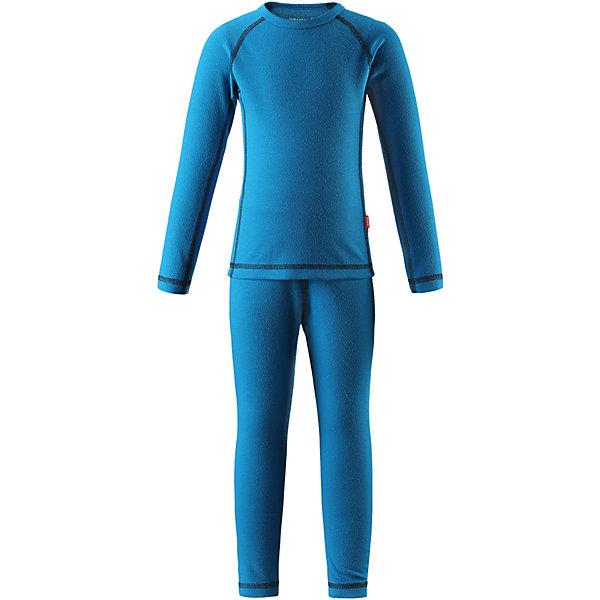 Комплект нижнего белья Reima Lani для мальчикаОдежда<br>Характеристики товара:<br><br>• цвет: синий;<br>• состав: 43% полиэстер termolite, 53% полиэстер, 4% полиэстер sorona; <br>• сезон: демисезон;<br>• теплый материал Thermolite® отводит влагу и сохраняет кожу сухой и приятной, создавая чувство комфорта;<br>• мягкие плоские швы для дополнительного комфорта: не раздражают кожу;<br>• эластичная талия;<br>• удлиненный подол сзади;<br>• страна бренда: Финляндия;<br>• страна изготовитель: Китай;<br><br>Длина внутреннего шва рукава: 49 см<br>Длина спинки: 61 см<br>Длина внутреннего шва брюк:69см<br>Длина внешнего  шва брюк:92см<br><br><br>Благодаря практичному детскому базовому комплекту, Ваш ребенок может гулять и заниматься спортом в любую погоду. В этом комплекте ребенку будет сухо и тепло, ведь материал Thermolite®, из которого он сшит, эффективно отводит влагу от кожи в верхний слой одежды. Комплект очень удобный и приятный на ощупь, а тонкие плоские швы в замок не натирают кожу. Удлиненная спинка хорошо закрывает и дополнительно защищает поясницу, а лёгкая эластичная резинка на манжетах удобно облегает запястья. <br><br>Комплект нижнего белья Lani Reima (Рейма) можно купить в нашем интернет-магазине.<br>Ширина мм: 196; Глубина мм: 10; Высота мм: 154; Вес г: 152; Цвет: синий; Возраст от месяцев: 15; Возраст до месяцев: 18; Пол: Мужской; Возраст: Детский; Размер: 160,150,140,130,120,110,100,90,80; SKU: 6904540;