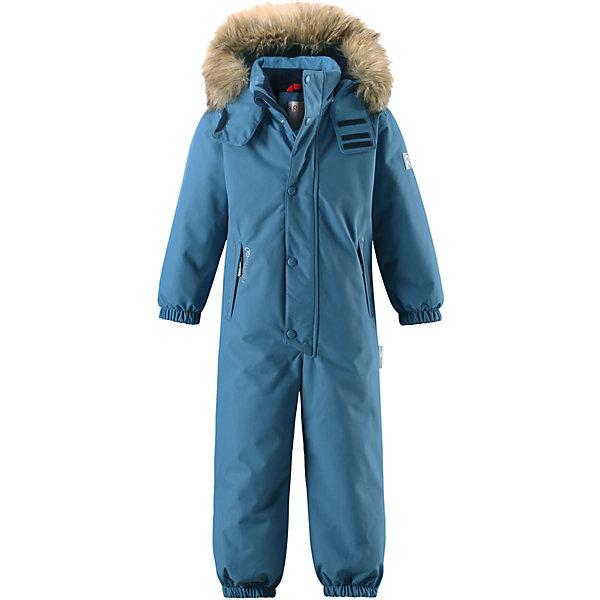 Комбинезон Reimatec® Reima Stavanger для мальчикаОдежда<br>Характеристики товара:<br><br>• цвет: голубой;<br>• состав: 100% полиэстер;<br>• подкладка: 100% полиэстер;<br>• утеплитель: 160 г/м2<br>• температурный режим: от 0 до -20С;<br>• сезон: зима; <br>• водонепроницаемость: 12000 мм;<br>• воздухопроницаемость: 8000 мм;<br>• износостойкость: 80000 циклов (тест Мартиндейла);<br>• водо- и ветронепроницаемый, дышащий и грязеотталкивающий материал;<br>• все швы проклеены и водонепроницаемы;<br>• гладкая подкладка из полиэстера;<br>• эластичные манжеты и пояс сзади;<br>• застежка: молния с защитой подбородка;<br>• безопасный съемный капюшон на кнопках;<br>• съемный искусственный мех на капюшоне;<br>• регулируемая длина брюк с помощью кнопок;<br>• внутренняя регулировка обхвата талии;<br>• прочные съемные силиконовые штрипки;<br>• два кармана на молнии;<br>• кармана с креплением для сенсора ReimaGO®;<br>• светоотражающие детали;<br>• страна бренда: Финляндия;<br>• страна изготовитель: Китай.<br><br>Этот детский зимний комбинезон, изготовленный из дышащего и прочного материала Duraplus®, обеспечит комфорт в любую погоду и во время любых занятий. Все швы в нем проклеены, водонепроницаемы, так что внутрь не просочится ни одной капельки – можно часами резвиться в снегу, все равно в нем будет тепло и сухо. Внутренние подтяжки позволяют снимать в помещении верхнюю часть комбинезона, которая будет аккуратно держаться на пояснице. В этой модели прямого кроя талия легко регулируется, что позволяет подогнать комбинезон точно по фигуре. <br><br>Съемный капюшон защищает от холодного ветра, а еще обеспечивает дополнительную безопасность во время игр на улице – кнопки капюшона легко отстегнутся, если он случайно за что-нибудь зацепится. Образ оживляет безопасный съемный капюшон со съемной оторочкой из искусственного меха. Силиконовые штрипки не дают концам брючин подскакивать, а еще концы брючин можно отрегулировать кнопками! Комбинезон снабжен подкладкой из гладкого полиэстера, поэт