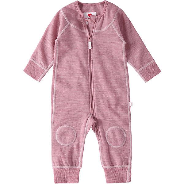 Комбинезон Reima LauhaОдежда<br>Характеристики товара:<br><br>• цвет: розовый <br>• состав: 80% шерсть, 20% полиэстер<br>• сезон: демисезон<br>• особенности модели: шерстяной, с начесом<br>• с изнаночной стороны мягкий флис с начесом<br>• выводит влагу в верхние слои одежды<br>• шерсть идеально поддерживает температуру<br>• эластичная мягкая резинка на манжетах и штанинах<br>• молния по всей длине с защитой подбородка<br>• швы контрастного цвета<br>• страна бренда: Финляндия<br>• страна изготовитель: Китай<br><br>Мягкий шерстяной комбинезон для новорожденных выглядит как трикотаж, но сшит из теплой шерсти! С изнаночной стороны стильного комбинезона – мягкий флис с начесом. Дышащий, теплый и невероятно уютный комбинезон мягко касается нежной кожи ребенка, он отлично подойдет для игр в помещении или послужит в качестве промежуточного слоя зимой. <br><br>Эта модель разработана с учетом всех потребностей новорожденных и снабжена удобными манжетами с мягкой резинкой на рукавах и брючинах. Молния во всю длину облегчает надевание, а защита для подбородка не даст поцарапать шею и подбородок ребенка. <br><br>Комбинезон Lauha Reima от финского бренда Reima (Рейма) можно купить в нашем интернет-магазине.<br>Ширина мм: 356; Глубина мм: 10; Высота мм: 245; Вес г: 519; Цвет: розовый; Возраст от месяцев: 0; Возраст до месяцев: 1; Пол: Женский; Возраст: Детский; Размер: 50/56,74/80,62/68; SKU: 6908363;