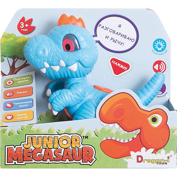 Игрушка Динозавр-повторюшка, со светом и звуком, Junior MegasaurИнтерактивные животные<br>Характеристики товара:<br><br>• возраст: от 3 лет;<br>• материал: пластик;<br>• размер упаковки:31х11х26 см;<br>• вес упаковки: 593 гр.;<br>• тип батареек : 3 батарейки ААА ;<br>• наличие батареек : демонстрационные батарейки;<br>•страна обладатель бренда: США.             <br>   <br>Перед вами очаровательный динозаврик-повторюшка. Он выглядит невероятно мило, выполнен в голубом цвете с оранжевыми элементами, белыми клыками и когтями. <br><br>Если нажать ему на спинку, он зарычит. Если нажать на животик, динозавр начнёт издавать звуки, словно он что-то с аппетитом кушает. Нажмите на его лапку, чтобы услышать, как динозаврик топает. А при нажатии на голову, он начнёт повторять сказанные вами фразы смешным голосом: понравится даже взрослым! При этом всем у него светятся глазки. Он очень милый и симпатичный!   <br><br>Игрушку Динозавр -повторюшка  можно приобрести в нашем интернет-магазине.<br>Ширина мм: 280; Глубина мм: 110; Высота мм: 240; Вес г: 593; Возраст от месяцев: 36; Возраст до месяцев: 2147483647; Пол: Мужской; Возраст: Детский; SKU: 6916224;