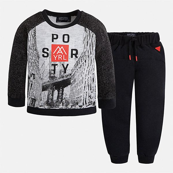 Спортивный костюм для мальчика MayoralКомплекты<br>Характеристики товара:<br><br>• цвет: черный<br>• состав ткани: 60% хлопок, 40% полиэстер<br>• комплектация: лонгслив, брюки<br>• сезон: демисезон<br>• особенности модели: спортивный стиль<br>• длинные рукава<br>• пояс брюк: резинка, шнурок<br>• страна бренда: Испания<br>• страна изготовитель: Индия<br><br>Детский спортивный комплект состоит из лонгслива и брюк. Спортивный костюм сделан из плотного приятного на ощупь материала. Благодаря продуманному крою детского спортивного костюма создаются комфортные условия для тела. Спортивный комплект для мальчика отличается стильный продуманным дизайном.<br><br>Спортивный костюм для мальчика Mayoral (Майорал) можно купить в нашем интернет-магазине.<br>Ширина мм: 247; Глубина мм: 16; Высота мм: 140; Вес г: 225; Цвет: черный; Возраст от месяцев: 96; Возраст до месяцев: 108; Пол: Мужской; Возраст: Детский; Размер: 134,128,122,116,110,104,98,92; SKU: 6933142;
