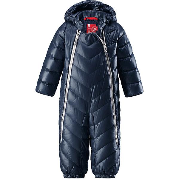 Комбинезон Reima Unetus для мальчикаОдежда<br>Характеристики товара:<br><br>• цвет: темно-синий;<br>• состав: 100% полиэстер;<br>• подкладка: 100% полиэстер;<br>• утеплитель: 60% пух, 40% перо (60 г/м2);<br>• сезон: зима;<br>• температурный режим: от +10 до -5С;<br>• водо- и ветронепроницаемый, дышащий и грязеотталкивающий материал;<br>• застежка: две молнии;<br>• гладкая подкладка из полиэстера;<br>• эластичная талия и манжеты;<br>• съемные эластичные штрипки во всех размерах;<br>• светоотражающие детали;<br>• страна бренда: Финляндия;<br>• страна изготовитель: Китай.<br><br>Однотонная модель на легком пуху для поздней осени и первых зимних дней! Этот пуховый комбинезон для малышей просто идеален и для прогулок по городу, и для уютных поездок в коляске. Он украшен красивой строчкой, а благодаря двум молниям во всю длину его легко надевать. Комбинезон изготовлен из ветронепроницаемого, дышащего материала с верхним водо и грязеотталкивающим слоем – он не пропустит ветер, и малышу в нем будет очень комфортно. Съемный капюшон защищает голову от холодного осеннего ветра.<br><br>Комбинезон Reima Unetus от финского бренда Reima (Рейма) можно купить в нашем интернет-магазине.<br>Ширина мм: 356; Глубина мм: 10; Высота мм: 245; Вес г: 519; Цвет: синий; Возраст от месяцев: 3; Возраст до месяцев: 6; Пол: Мужской; Возраст: Детский; Размер: 62/68,86/92,74/80; SKU: 6968377;
