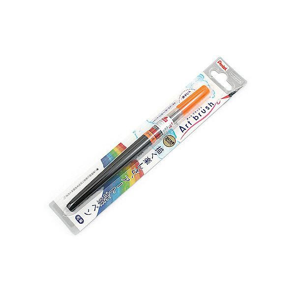 Кисть с краской Colour Bruch в блистере, оранжевый цвет PentelКисточки<br>Характеристики:<br><br>• возраст: от 6 лет<br>• цвет краски: оранжевый<br>• объем резервуара с краской: 5 мл.<br>• длина кисти: 18 см.<br>• длина письма: 150 м.<br>• материал кисти: нейлон<br>• материал корпуса: пластик<br>• упаковка: блистер<br><br>Кисть «Color Brush» - это современный инструмент для рисования в технике акварели. Кисть уже полностью готова к использованию и вам не понадобится дополнительных приспособлений. Снимите колпачок, надавите на корпус и начинайте творить.<br><br>Уникальная система подачи чернил на кисть по спирали делает кисть еще и экономичной моделью. Кисть изготовлена из высококачественного нейлона, что позволяет рисовать как очень тонкие линии от 1 мм, так и создавать широкие мазки до 10 мм, что часто необходимо для закрашивания больших поверхностей.<br><br>Краска на водной основе имеет яркий и насыщенный цвет, хорошо ложится на бумагу и быстро сохнет. При добавлении воды цвет становится намного нежнее и появляется мягкость и тонкость переходов цвета. <br><br>Резервуар кисти герметично прилегает к наконечнику, а защитный колпачок позволяет брать кисть с собой куда угодно, положив в сумку или в карман.<br><br>Кисть «Color Brush» является многоразовой - просто поменяйте пустой резервуар на новый сменный картридж.<br><br>Кисть с краской Colour Bruch в блистере, оранжевый цвет Pentel (Пентел) можно купить в нашем интернет-магазине.