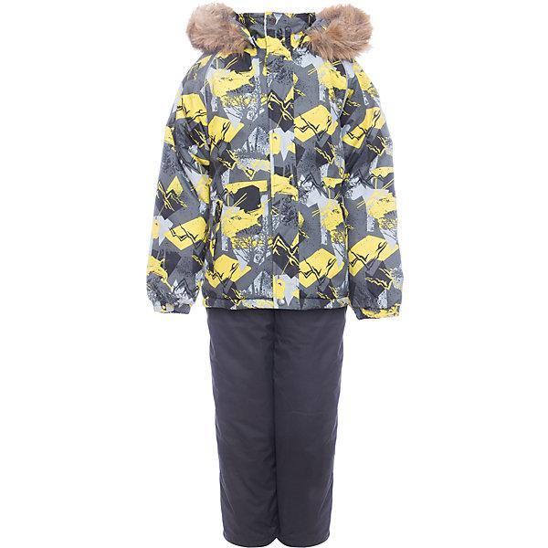 Комплект: куртка и брюки WINTER Huppa для мальчикаВерхняя одежда<br>Характеристики товара:<br><br>• цвет: серый принт / серый;<br>• пол: мальчик;<br>• состав: 100% полиэстер;<br>• утеплитель: 300 гр куртка / 160гр полукомбинезон;<br>• подкладка: тафта, флис;<br>• сезон: зима;<br>• температурный режим: от -5 до - 30С;<br>• водонепроницаемость: 10000 мм ;<br>• воздухопроницаемость: 10000 г/м2/24ч;<br>• особенности модели: c рисунком; с мехом на капюшоне;<br>• сидельный шов проклеен и не пропускает влагу;<br>• манжеты рукавов эластичные, на резинках;<br>• низ брюк затягивается на шнурок с фиксатором;<br>• внутренние снегозащитные манжеты на штанинах;<br>• полукомбинезон с высокой грудкой, внутренние швы отсутствуют;<br>• эластичные подтяжки регулируются по длине;<br>• безопасный капюшон крепится на кнопки и, при необходимости, отстегивается;<br>• мех на капюшоне не съемный;<br>• молния с защитным клапаном;<br>• светоотражающие элементы для безопасности ребенка;<br>• страна бренда: Финляндия;<br>• страна изготовитель: Эстония.<br><br>Теплый зимний комплект для мальчиков от 2 до 9 лет. Верхняя мембранная ткань с высокими техническими характеристиками и современный утеплитель надежно защищают от снега и мороза.<br><br>Куртка прямого кроя с удлиненной спинкой и карманами на липучках. Утяжка по низу и планка на молнии исключает поддувание и попадание снега под куртку. Теплый капюшон с меховой опушкой легко отстегивается. Это предотвращает опасные ситуации во время игры, например, если капюшон ребенка за что-то зацепится. Полукомбинезон с высокой спинкой и резинкой на поясе скроены без внутреннего шва, поэтому они более устойчивы к истиранию и проникновению влаги. Задний шов проклеен. Утяжка с фиксатором по нижней части брюк и снежные гетры надежно защищают от попадания снега в обувь. Светоотражающие элементы повышают безопасность ребенка при нахождении на улице при любой видимости и в темное время суток. <br><br>Функциональные элементы: куртка: капюшон отстегивается, искусс