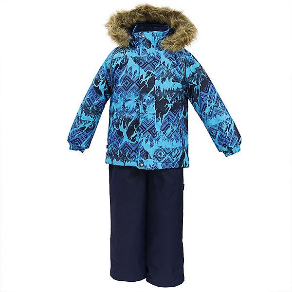 Комплект: куртка и брюки WINTER Huppa для мальчикаВерхняя одежда<br>Характеристики товара:<br><br>• цвет: голубой / синий;<br>• пол: мальчик;<br>• состав: 100% полиэстер;<br>• утеплитель: 300 гр куртка / 160гр полукомбинезон;<br>• подкладка: тафта, флис;<br>• сезон: зима;<br>• температурный режим: от -5 до - 30С;<br>• водонепроницаемость: 10000 мм ;<br>• воздухопроницаемость: 10000 г/м2/24ч;<br>• особенности модели: c рисунком; с мехом на капюшоне;<br>• сидельный шов проклеен и не пропускает влагу;<br>• манжеты рукавов эластичные, на резинках;<br>• низ брюк затягивается на шнурок с фиксатором;<br>• внутренние снегозащитные манжеты на штанинах;<br>• полукомбинезон с высокой грудкой, внутренние швы отсутствуют;<br>• эластичные подтяжки регулируются по длине;<br>• безопасный капюшон крепится на кнопки и, при необходимости, отстегивается;<br>• мех на капюшоне не съемный;<br>• молния с защитным клапаном;<br>• светоотражающие элементы для безопасности ребенка;<br>• страна бренда: Финляндия;<br>• страна изготовитель: Эстония.<br><br>Теплый зимний комплект для мальчиков от 2 до 9 лет. Верхняя мембранная ткань с высокими техническими характеристиками и современный утеплитель надежно защищают от снега и мороза.<br><br>Куртка прямого кроя с удлиненной спинкой и карманами на липучках. Утяжка по низу и планка на молнии исключает поддувание и попадание снега под куртку. Теплый капюшон с меховой опушкой легко отстегивается. Это предотвращает опасные ситуации во время игры, например, если капюшон ребенка за что-то зацепится. Полукомбинезон с высокой спинкой и резинкой на поясе скроены без внутреннего шва, поэтому они более устойчивы к истиранию и проникновению влаги. Задний шов проклеен. Утяжка с фиксатором по нижней части брюк и снежные гетры надежно защищают от попадания снега в обувь. Светоотражающие элементы повышают безопасность ребенка при нахождении на улице при любой видимости и в темное время суток. <br><br>Функциональные элементы: куртка: капюшон отстегивается, искусствен