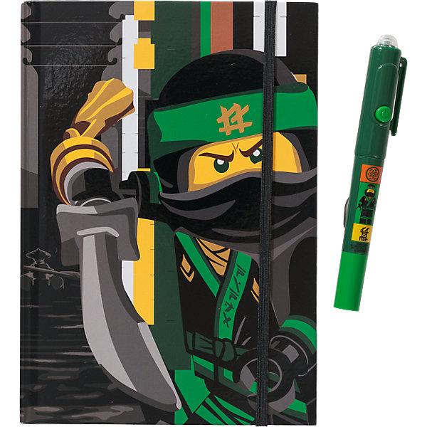 Набор: книга для записей  с резинкой, ручка с невидимыми чернилами и ультрафиолетовым фонариком LEGO Ninjago Movie (ЛеБлокноты и ежедневники<br>Характеристики:<br><br>• возраст: от 6 лет;<br>• материал: дерево, пластик, бумага;<br>• в наборе: книга для записей  с резинкой, ручка с невидимыми чернилами и ультрафиолетовым фонариком LEGO;<br>• серия: Ninjago Movie;<br>• размер упаковки: 20х15х2 см. <br><br>Книга для записей в комплекте с ручкой с невидимыми чернилами станет прекрасным подарком для поклонников фантастической серии. Всем известно, что дети любят вести дневники, но главное, чтобы никто не мог их прочесть! С этой книгой им можно не волноваться! Они смогут записывать свои мысли, тайны, секреты, не боясь, что кто-то их прочитает, ведь то, что написано ручкой с невидимыми чернилами можно увидеть только при помощи специального ультрафиолетового фонарика, встроенного в колпачок ручки. <br><br>В набор входят: книга для записей (96 листов, линейка) с резинкой, ручка с невидимыми чернилами и ультрафиолетовым фонариком (батарейки 3xAG10 1.5V в комплекте).<br><br>Канцелярский набор LEGO Ninjago Movie (Лего Фильм: Ниндзяго) можно купить в нашем интернет-магазине.<br>Ширина мм: 252; Глубина мм: 200; Высота мм: 22; Вес г: 404; Возраст от месяцев: 72; Возраст до месяцев: 144; Пол: Мужской; Возраст: Детский; SKU: 7031272;