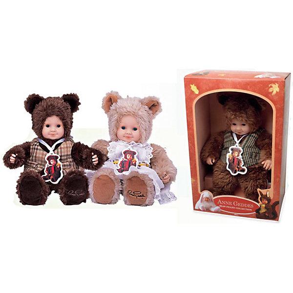 Мягкая кукла Unimax Anne Geddes. Детки-мишки, 30 смКуклы<br>Характеристики:<br><br>• возраст: от 18 месяцев<br>• в комплекте: 1 кукла<br>• высота игрушки: 30 см.<br>• материал: винил, плюш, полиэстер<br>• в ассортименте: медвежонок-мальчик коричневый в жилетке; медвежонок-девочка бежевый в белом фартучке.<br>• ВНИМАНИЕ! Данный артикул представлен в разных вариантах исполнения. К сожалению, заранее выбрать определенный вариант невозможно. При заказе нескольких игрушек возможно получение одинаковых<br><br>Очаровательные куклы из серии «Детки-мишки» созданы компанией Unimax (Унимакс) на основании профессиональных снимков детского фотографа Анны Геддес, которой удалось запечатлеть на своих фотографиях радость, любовь и счастье, присущие детям.<br><br>У кукол милые, тщательно проработанные черты лица, выразительные глаза, очаровательная улыбка. Мягкий пушистый мех, выполненный из высококачественного плюша, очень приятен на ощупь. Тельце мягконабивное. Лицо и руки кукол сделаны из винила.<br><br>Куклы изготовлены из экологически чистых, гиппоаллергенных материалов. Они подойдут не только в качестве игрушки для ребёнка, но и в качестве приятного подарка.<br><br>Мягкую куклу UNIMAX Anne Geddes Детки-мишки, в ассортименте можно купить в нашем интернет-магазине.<br>Ширина мм: 250; Глубина мм: 140; Высота мм: 360; Вес г: 1017; Возраст от месяцев: 18; Возраст до месяцев: 2147483647; Пол: Женский; Возраст: Детский; SKU: 7054919;