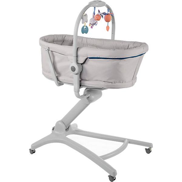 Кроватка-стульчик Chicco Baby Hug 4 in 1 glacialКолыбели-люльки для новорожденных<br>Характеристики:<br><br>• возраст: с рождения;<br>• материал: сталь, полиэстер, пластик;<br>• регулируемая высота: да;<br>• в комплекте электронная дуга с огнями, звуками и игрушками;<br>• размер: 60х85х88/122 см;<br>• вес упаковки: 11,5 кг.;<br>• размер упаковки: 85х88х60 см;<br>• страна бренда: Италия.<br><br>Кроватка-стульчик Chicco Baby Hug 4 в 1 может трансформироваться в люльку с дугой, шезлонг для малышей до 6 месяцев, стульчик для кормления и кресло. Конструкция позволяет без труда менять положение сиденья, а также его высоту. В любом положении малыша фиксирует пятиточечный ремень безопасности.<br><br>Съемный чехол легко чистить, допускается машинная стирка. Кроватку легко перемещать в любое место дома благодаря устойчивому основанию на 4-х колесах. Положение колес можно зафиксировать. Все элементы изделия выполнены из прочных качественных материалов, безопасных для детей.<br><br>Кроватку-стульчик Chicco Baby Hug 4 in 1 glacial можно купить в нашем интернет-магазине.<br>Ширина мм: 840; Глубина мм: 600; Высота мм: 290; Вес г: 12950; Цвет: серый; Возраст от месяцев: 0; Возраст до месяцев: 36; Пол: Унисекс; Возраст: Детский; SKU: 7141837;