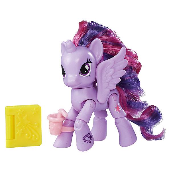 Игровой набор Hasbro My little Pony Пони с артикуляцией, Твайлайт Спаркл (Искорка)Игровые фигурки животных<br>Характеристики товара:<br><br>• возраст: от 4 лет;<br>• материал: пластик;<br>• в комплекте: фигурка пони, аксессуары;<br>• размер упаковки: 17,8х18,4х4,8 см;<br>• вес упаковки: 136 гр.;<br>• страна производитель: Китай.<br><br>Фигурка пони с артикуляцией My Little Pony создана по мотивам известного мультсериала про очаровательных разноцветных пони. Она представляет собой одну из героинь мультфильма. У пони несколько точек артикуляции, у нее сгибаются ноги, она может даже садиться. Помимо этого, у пони разноцветная мягкая грива, которую можно расчесывать и украшать. Фигурка изготовлена из качественного пластика. <br><br>Фигурку пони с артикуляцией My Little Pony можно приобрести в нашем интернет-магазине.<br>Ширина мм: 48; Глубина мм: 178; Высота мм: 184; Вес г: 136; Возраст от месяцев: 48; Возраст до месяцев: 72; Пол: Женский; Возраст: Детский; SKU: 7186018;