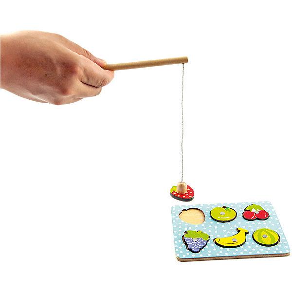 Игра-рыбалка Mapacha ФруктыСпортивные настольные игры<br>Характеристики товара:<br><br>• возраст: от 3 лет;<br>• комплектация: игровое поле, магнитная удочка, 6 деталей;<br>• материал: дерево;<br>• размер: 16х0,5х12 см;<br>• вес: 88 гр.<br><br>Игра-рыбалка «Фрукты» - это весёлая и  полезная для развития ребёнка игрушка. Набор состоит из игрового поля, магнитной удочки и 6 деталей в виде красочных фруктов: клубнички, яблочка, вишни, винограда, банана и арбуза. Задача ребенка - поймать как можно больше фруктов на удочку.<br><br>Игра развивает тактильные ощущения, мелкую моторику рук, координацию движений, ловкость, меткость и сообразительность. <br><br>Игра-рабалка «Фрукты» можно купить в нашем интернет-магазине.<br>Ширина мм: 160; Глубина мм: 5; Высота мм: 120; Вес г: 88; Возраст от месяцев: -2147483648; Возраст до месяцев: 2147483647; Пол: Унисекс; Возраст: Детский; SKU: 7190008;