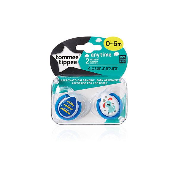 Силиконовые пустышки Tommee Tippee AnyTime 0-6 мес., 2 шт., голубыеСиликоновые пустышки<br>Характеристики:<br><br>• возраст: 0+;<br>• материал: силикон, пластик;<br>• размер упаковки: 11,7х10х5 см;<br>• упаковка: блистер на картоне;<br>• количество: 2 шт. в упаковке;<br>• особенности: не содержат Бисфенол А;<br>• производитель: Tommee Tippee.<br><br>Силиконовые пустышки повторяют форму нёба малыша, способствуя здоровому развитию ротовой полости ребенка. Пустышки «AnyTime» разработаны совместно с ведущими врачами-стоматологами. В производстве используется медицинский силикон высшего качества.<br><br>Пустышки декорированы рисунками, их удобно держать маленькими ручками. Благодаря уникальной форме пустышки легко мыть и стерилизовать.<br><br>В упаковке 2 шт.<br><br>Силиконовые пустышки «AnyTime» 0-6 мес., 2 шт., (голубые), Tommee Tippee можно купить в нашем интернет-магазине.<br>Ширина мм: 25; Глубина мм: 55; Высота мм: 50; Вес г: 23; Цвет: синий; Возраст от месяцев: 0; Возраст до месяцев: 6; Пол: Унисекс; Возраст: Детский; SKU: 7196677;