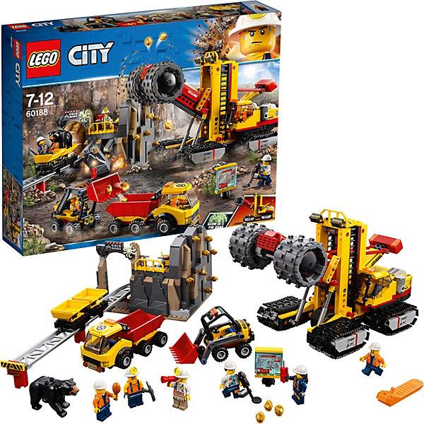 Конструктор LEGO City 60188: ШахтаLEGO<br>Характеристики товара:<br><br>• возраст: от 7 лет;<br>• серия LEGO: City;<br>• материал: пластик;<br>• количество деталей: 883 шт.;<br>• количество минифигурок: 8;<br>• в наборе: дробильщик, погрузчик, шахта, научно-исследовательская станция, 2 вагонетки, 12 самородков, кирка, динамит, мегафон, металлоискатель, нога страуса;<br>• размер дробильщика: 17х28х14 см;<br>• размер пещеры с дорожкой: 12х15х37 см;<br>• размер упаковки: 37х48х9 см;<br>• вес упаковки: 1,89 кг.;<br>• страна бренда: Дания.<br><br>Конструктор LEGO City: «Шахта» представляет комплекс сооружений и техники для добычи драгоценных ископаемых.<br><br>Трудолюбивые шахтеры откалывают части скалы с помощью огромного дробильщика, убирают мусор на перевозчиках, а самородки транспортируют в тележках. После исследуют находки и натыкаются на опасных обитателей горной местности: паука и медведя. Набор открывает простор для фантазии ребенка. Конструктор выполнен из качественного безопасного пластика.<br><br>Особенности и функционал:<br><br>• сверло дробилки вращается при подъеме рукоятки в ее задней части;<br>• дробильщик перемещается на гусеницах;<br>• кузовы погрузчика, вагонеток и самосвала подвижны;<br>• при нажатии на рычаги с динамитом в шахте скала расколется;<br>• паук светится в темноте;<br>• подходит для использования с другими наборами серии LEGO City.<br><br>Конструктор LEGO City 60188: «Шахта» можно купить в нашем интернет-магазине.<br>Ширина мм: 481; Глубина мм: 375; Высота мм: 99; Вес г: 1864; Возраст от месяцев: 84; Возраст до месяцев: 144; Пол: Мужской; Возраст: Детский; SKU: 7221493;