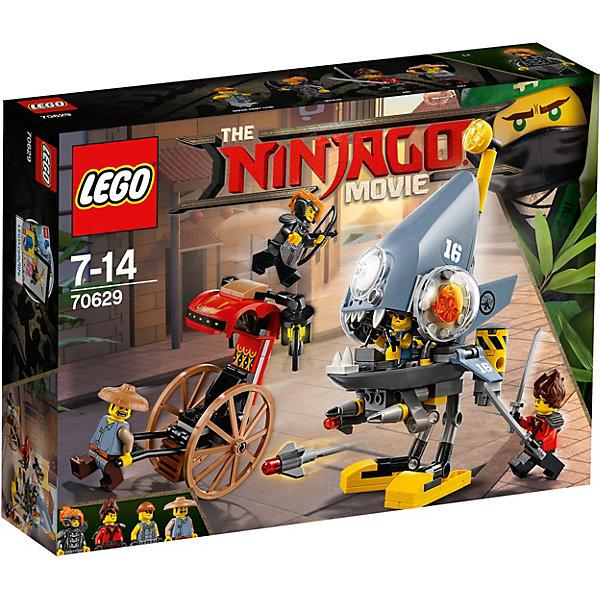 Конструктор LEGO Ninjago 70629: Нападение пираньиКонструкторы<br>Характеристики товара:<br><br>• возраст: от 7 лет;<br>• серия LEGO: Ninjago;<br>• материал: пластик;<br>• количество деталей: 217 шт.;<br>• количество минифигурок: 4;<br>• в наборе: повозка Рэя, робот-шагоход Пираньи, лук, колчан, катаны, головной убор, 2 ракеты;<br>• размер робота: 17х11х9 см;<br>• размер упаковки: 19х26х6 см;<br>• вес упаковки: 319 гр.;<br>• страна бренда: Дания.<br><br>Конструктор LEGO Ninjago: «Нападение пираньи» представляет сцену, в которой робот Пиранья атакует мирного горожанина Рэя, но на помощь ему приходят воины Кай и Мисако. <br><br>Робот имеет устрашающий вид, напоминает хищную рыбу и оснащен опасным оружием. Элементы конструктора хорошо детализированы, выполнены из качественного безопасного пластика.<br><br>Особенности и функционал:<br><br>• робот Пиранья имеет широкие челюсти, внутри которых есть место пилота и рычаги управления;<br>• у робота подвижные закрылки по бокам;<br>• подвижная повозка;<br>• подходит для использования с другими наборами серии LEGO Ninjago.<br><br>Конструктор LEGO Ninjago 70629: «Нападение пираньи» можно купить в нашем интернет-магазине.<br>Ширина мм: 262; Глубина мм: 193; Высота мм: 68; Вес г: 318; Возраст от месяцев: 84; Возраст до месяцев: 168; Пол: Мужской; Возраст: Детский; SKU: 7221536;