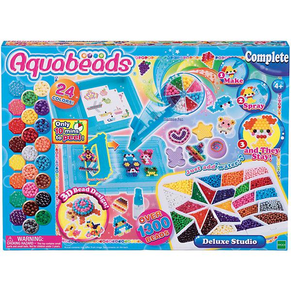 Набор для бусин Aquabeads Студия ДелюксАквамозаика<br>Характеристики товара:<br><br>• возраст: от 4 лет<br>• материал: пластик<br>• в комплекте: 1300 бусин, палитра, 3D-формочка, радужная ручка, бутылочка-распылитель, гребешок<br>• 24 цвета бусин<br>• упаковка: картонная коробка<br>• вес в упаковке: 1,12 кг.<br>• размер упаковки: 30х6х41 см<br><br>Для начала работы устанавливаем шаблон на прозрачную форму, размер шаблона позволяет создавать сразу несколько изделий. В ручку засыпаем бусины, в каждое отделение разный цвет, выбираем нужный и выкладываем на шаблон по контуру. Когда поделка готова опрыскиваем её водой из специальной бутылочки и ждём, когда она высохнет, после чего аккуратно снимаем специальным гребешком. Высыхает в течении 10 минут. Готовая игрушка у вас в руках. Работа с набором совершенно безопасна для ребёнка.