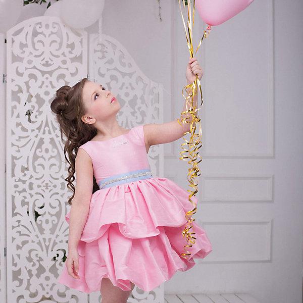 Платье нарядное Barbie™ для девочкиОдежда<br>Характеристики товара:<br><br>• цвет: розовый;<br>• состав: 100% полиэстер;<br>• подкладка: 65% полиэстер, 35% хлопок;<br>• сезон: круглый год;<br>• особенности: нарядное, на подкладке;<br>• страна бренда: США;<br>• страна бренда: Россия;<br><br>Нарядное платье для девочки. Оригинальное платье для вечеринок в стиле Barbie™. Платье выполнено из ткани, имитирующей натуральный шелк. Юбка пышная, из двух ярусов, по типу Баллон, держит форму сама по себе при любых движениях. Изысканная маленькая аппликация Barbie из мелких страз высокого качества на лифе. Серебристый ремень входит в комплект.  <br><br>Нарядное платье Barbie (Барби) можно купить в нашем интернет-магазине.<br>Ширина мм: 236; Глубина мм: 16; Высота мм: 184; Вес г: 177; Цвет: розовый; Возраст от месяцев: 24; Возраст до месяцев: 36; Пол: Женский; Возраст: Детский; Размер: 98,128,122,116,110,104; SKU: 7309355;