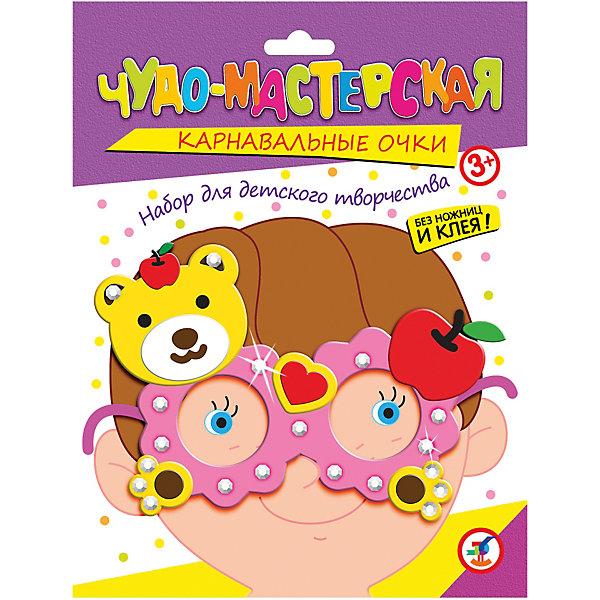 Праздничные очки. МедвежонокДетские карнавальные маски<br>Характеристики:<br><br>• тип игрушки: настольная игра;<br>• комплектация: пластмассовые очки,  детали из ЭВА на самоклеящейся основе (7—9 цветов), декоративные элементы на самоклеящейся основе (стразы, глазки), двусторонняя клейкая лента, цветная листовка-образец;                                                                <br>• возраст: от 3 лет;<br>• размер: 15,5x20х1,5 см;<br>• издатель: Дрофа;<br>• упаковка: картонная коробка;<br>• материал: картон.<br><br>Игра «Праздничные очки. Медвежонок» разработана для детей от 3 лет. Необычный и весёлый аксессуар для детского праздника. Цветовая гамма изделия яркая и красочная. <br>Сделайте вместе с детьми оригинальные карнавальные очки. Для этого вам не понадобятся ни ножницы, ни клей. Всё, что нужно для работы есть в наборе. Каждый ребёнок может выбрать очки по своему вкусу.<br><br>Возьмите пластмассовые очки, наклейте на них детали из мягкого пластика на самоклеящейся основе, украсьте стразами — и очки готовы. Мягкие и приятные на ощупь детали легко наклеиваются на основу, а блестящие стразы делают праздничные очки неповторимыми. <br><br>Игру «Праздничные очки. Медвежонок» можно купить в нашем интернет-магазине.<br>Ширина мм: 155; Глубина мм: 200; Высота мм: 15; Вес г: 28; Возраст от месяцев: 36; Возраст до месяцев: 2147483647; Пол: Унисекс; Возраст: Детский; SKU: 7323647;