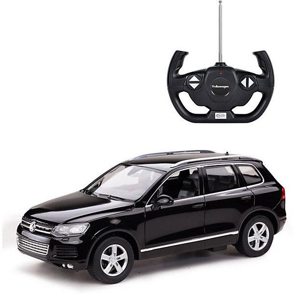 Радиоуправляемая машинка Rastar Volkswagen Touareg 1:14, чернаяРадиоуправляемые машины<br>Характеристики:<br><br>• возраст: от 8 лет:<br>• материал: металл, пластик;<br>• масштаб: 1:14;<br>• максимальная скорость: до 12 км/ч;<br>• в комплекте: машина, пульт управления;<br>• тип батареек: 5 батареек АА; 1 батарейка Крона;<br>• наличие батареек: нет в комплекте;<br>• вес упаковки: 1,03 кг.;<br>• размер машины: 34,3х15,9х12,3 см;<br>• размер упаковки: 43х22,5х19,5 см;<br>• страна производитель: Китай.<br><br>Легендарный внедорожник в мини версии — радиоуправляемая машинка Rastar Volkswagen Touareg. Управление игрушкой осуществляется с помощью удобного пульта на частоте 27MHz, который позволяет ездить ей во все стороны на расстояние до 15 м.<br><br>Мощные колеса и амортизация приспособлены к езде не только по ровной поверхности дома, но и на улице по асфальту и бугристой дороге, бросая вызов всем препятствиям. Авто имеет задний привод и разгоняется на ровной дороге до 12 км/ч. Кроме того, когда машина едет вперед, включаются фары, а когда тормозит или сдает назад — стоп-сигналы. Время работы: 25 минут.<br><br>Мини автомобиль понравится и детям, и взрослым, особенно тем, кто коллекционирует подобные экземпляры или обладает оригиналом.<br><br>Радиоуправляемую машинку Rastar Volkswagen Touareg, 1:14 можно купить в нашем интернет-магазине.<br>Ширина мм: 430; Глубина мм: 225; Высота мм: 195; Вес г: 1033; Возраст от месяцев: 36; Возраст до месяцев: 180; Пол: Мужской; Возраст: Детский; SKU: 7345290;