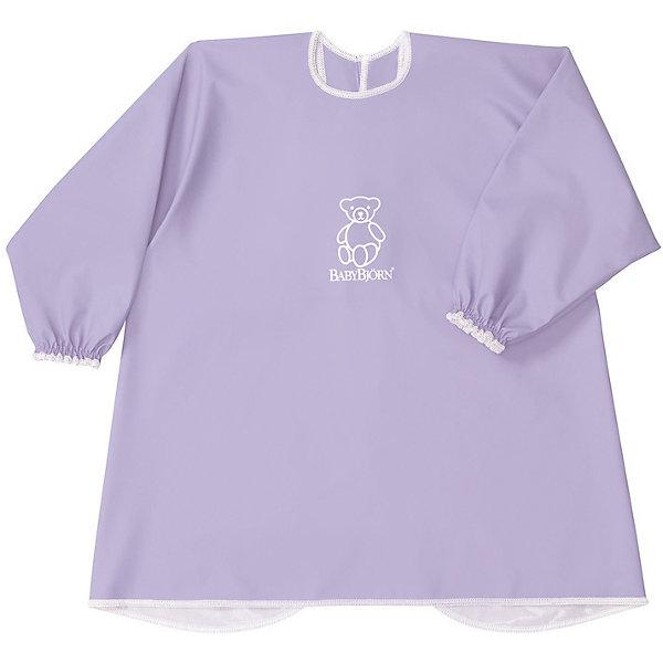 Рубашка-фартук BabyBjorn, лиловыйНагрудники и салфетки<br>Характеристики:<br><br>• рубашка для игр и кормления;<br>• защита одежды ребенка от грязи и влаги;<br>• свободный покрой;<br>• рубашка не стесняет движений;<br>• длинные рукава с резинками на запястьях;<br>• регулируемая застежка на шее, 2 положения;<br>• мягкий эластичный материал, пропускает воздух;<br>• водонепроницаемый материал;<br>• текстильные материалы приятны для детской кожи и безопасны для жевания и сосания;<br>• они соответствуют требованиям стандарта Oeko-Tex® 100, класс I;<br>• размер: шея 26-30 см;<br>• материал: 50% полиэстер и 50% полиуретана;<br>• допускается стирка в стиральной машине (не более 40 градусов);<br>• не используется отбеливатель;<br>• изделие не предназначено для сушки в сушильной машине.<br><br>Активный и любознательный малыш находится в постоянном движении. При этом можно легко защитить одежду крохи от влаги и грязи. Во время приема пищи, творческих занятий с красками или пластилином, специальная рубашка надевается сверху на одежду малыша. По мере необходимости рубашку можно протереть влажной салфеткой или постирать в стиральной машине.<br><br>Рубашку для кормления BabyBjorn, цвет лиловый можно купить в нашем интернет-магазине.<br>Ширина мм: 390; Глубина мм: 260; Высота мм: 20; Вес г: 150; Возраст от месяцев: 8; Возраст до месяцев: 48; Пол: Унисекс; Возраст: Детский; SKU: 7369992;