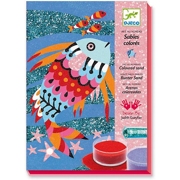 Набор цветного песка Радужные рыбки, DjecoКартины из песка<br>Набор для детского творчества Радужные рыбки от французского производителя Djeco (Джеко) позволит каждому ребенку создать собственную художественную картину. Набор с ярким песком и забавными картинками надолго увлечет малыша и позволит проявить творческие способности. Набор основан на технике пересыпания песка на клейкие части картинок. Впоследствии можно украсить детскую комнату ребенка получившейся красивой картинкой. Наборы для творчества Djeco продаются в ярких красочных коробках и идеально подходят для подарка. Все детали набора изготовлены из высококачественных и гипоаллергенных материалов. В наборе: 4 картинки размером 15 х 21 см с надрезанным липким слоем, 9 баночек разноцветного песка, 2 тубы с блестками, 1 инструмент для пересыпания песка, подробная инструкция с примерами. Наборы для детского творчества развивают фантазию, воображение и творческие способности ребенка, учат его внимательности и усидчивости. Набор продается в красочной подарочной упаковке. Французская компания Джеко производит развивающие игрушки и игры для детей, а также наборы для творчества и детали интерьера детской комнаты. Все товары Джеко отличаются высочайшим качеством, необычной идеей исполнения. Изображения и дизайн специально разрабатываются молодыми французскими художниками.<br>Ширина мм: 230; Глубина мм: 160; Высота мм: 40; Вес г: 570; Возраст от месяцев: 36; Возраст до месяцев: 2147483647; Пол: Унисекс; Возраст: Детский; SKU: 7414636;