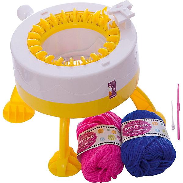 Детская Вязальная МашинаНаборы для вязания<br>Характеристики товара:<br><br>• возраст: от 8 лет;<br>• цвет: желтый;<br>• материал: пластик, металл, текстиль;<br>• комплект: вязальная машина, 2 клубка пряжи, 1 крючок, 1 спица;<br>• размер упаковки: 30 x 22 x 15 см.;<br>• упаковка: картонная коробка блистерного типа;<br>• вес в упаковке: 1 кг.;<br>• бренд, страна бренда: Kakadu, Россия;<br>• страна-изготовитель: Китай.<br><br>Детская вязальная машина «Singer» - этот вязальный набор подарит ребенку возможность открыть для себя что-то новое и заняться рукоделием. <br><br>В комплект входит все, что может понадобиться начинающему вязальщику: вязальная машинка, пряжа, крючок и спица. С помощью этого небольшого приспособления можно вязать не только одежду для кукол, но и настоящие шапки, шарфы, варежки и даже свитера.<br><br>Процесс вязания очень прост. Вначале необходимо вставить в подымающиеся пластиковые крючки нить. После того, как нитка будет заправлена по всей окружности машинки, можно начинать вязание. Первые 3-4 ряда ручку рекомендуется вращать медленно, дальше скорость вращения можно увеличить. Детская вязальная машина может выполнять вязание по кругу или полотном, что значительно расширяет ее возможности. С помощью этой небольшой игрушки можно также создавать разноцветные модели. Для этого в процессе изготовления изделия достаточно заправить нить другого цвета и продолжать крутить ручку.<br><br>Конструкция машинки выполнена таким образом, чтобы исключить возможность травмирования. Она не содержит острых, колющих предметов.<br><br>Рекомендуемый возраст: от 8 лет, под наблюдением взрослых.<br><br>Детская вязальная машина «Singer», цвет - желтый, Kakadu можно купить в нашем интернет-магазине.<br>Ширина мм: 280; Глубина мм: 230; Высота мм: 145; Вес г: 1000; Возраст от месяцев: 96; Возраст до месяцев: 2147483647; Пол: Женский; Возраст: Детский; SKU: 7419310;