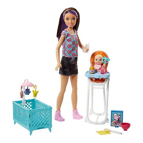 Игровой набор с куклой Barbie Няня Стульчик и колыбель, барби шатенкаАксессуары для кукол<br>Характеристики:<br><br>• возраст: от 3 лет;<br>• материал: пластик;<br>• комплектация: кукла, аксессуары;<br>• высота куклы: 30 см;<br>• размер: 32х21х6 см;<br>• вес: 752 гр; <br>• бренд: Mattel.<br><br>Игровой набор «Няня» Barbie порадует любую девочку и обязательно станет ее любимой игрушкой. Набор позволит детям попробовать себя в роли нянечки, помогающей кукле Skipper: младенец, мебель и аксессуары помогут окунуться в настоящую атмосферу детства. Куклу-младенца нужно кормить и укладывать спать: всё это только добавляет веселья, как и меняющийся цвет малютки. Соберите всех кукол-нянечек Barbie и аксессуары, чтобы дать волю фантазии и расширить возможности, потому что с Barbie ты можешь быть тем, кем захочешь.  <br>Набор оснащён движущимися игровыми элементами: лицо куклы-младенца меняет цвет от испачканного едой до чистого, а в колыбельке установлен крутящийся мобиль. Окуните мочалку в холодную воду и протрите лицо куклы-младенца: вокруг рта появятся пятна от еды. Вытереть их можно при помощи салфетки и тёплой воды. Для кормления: банка детского питания, коробка мюсли, глубокая тарелка, детская игрушка, слюнявчик и бутылочка.  Детский стульчик, колыбель и крутящийся мобиль разработаны в ярких цветах и реалистичном дизайне, включая логотип Fisher-Price.<br><br>Игровой набор «Няня» Barbie можно купить в нашем интернет-магазине.<br>Ширина мм: 326; Глубина мм: 217; Высота мм: 71; Вес г: 292; Возраст от месяцев: 36; Возраст до месяцев: 72; Пол: Женский; Возраст: Детский; SKU: 7440111;