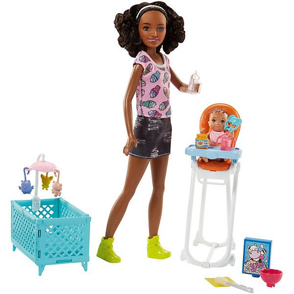 Игровой набор с куклой Barbie Няня Стульчик и колыбель, темнокожая барбиАксессуары для кукол<br>Характеристики:<br><br>• возраст: от 3 лет;<br>• материал: пластик;<br>• комплектация: кукла, аксессуары;<br>• высота куклы: 30 см;<br>• размер: 32х21х6 см;<br>• вес: 752 гр; <br>• бренд: Mattel.<br><br>Игровой набор «Няня» Barbie порадует любую девочку и обязательно станет ее любимой игрушкой. В комплект входит куколка Барби, 2 кукол-детей, стульчик для кормления, а также множество аксессуаров. Кукла Барби одета в удобное платье с джинсовой юбкой и верхом с оригинальным принтом, а на ногах у нее - удобные балетки. В комплект также входит тарелочка для малышей, ванна для купания, спонж для умывания и полотенце. Двойной стульчик для кормления дополнен 3 яркими подвесками в виде бабочки, уточки и облака.<br><br>Смочите спонж теплой водой и вытрите им личики детей, чтобы стереть пятна от детского питания. Они проявятся снова, если провести по ним спонжиком, смоченным холодной водой.<br>Руки, ноги и голова куклы подвижны, благодаря чему ей можно придавать любые позы. <br>Игры с куклой способствуют эмоциональному развитию ребенка, а также помогают формировать воображение и художественный вкус. Малышка проведет множество счастливых часов, играя с очаровательной принцессой. Великолепное качество исполнения делают эту игрушку чудесным подарком к любому празднику.<br><br>Игровой набор «Няня» Barbie можно купить в нашем интернет-магазине.<br>Ширина мм: 327; Глубина мм: 216; Высота мм: 68; Вес г: 290; Возраст от месяцев: 36; Возраст до месяцев: 72; Пол: Женский; Возраст: Детский; SKU: 7440113;