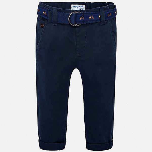 Брюки Mayoral для мальчикаБрюки<br>Характеристики товара:<br><br>• цвет: синий<br>• комплектация: брюки, ремень<br>• состав ткани: 98% хлопок, 2% эластан<br>• сезон: демисезон<br>• шлевки<br>• регулируемая талия<br>• застежка: кнопка<br>• страна бренда: Испания<br>• стиль и качество<br><br>Брюки классического силуэта с ремнем в комплекте сшиты из дышащего приятного на ощупь материала. Благодаря преобладанию в его составе натурального хлопка материал детских брюк создает комфортные условия для тела. Эти брюки для мальчика отличаются стильным дизайном.<br><br>Брюки Mayoral (Майорал) для мальчика можно купить в нашем интернет-магазине.