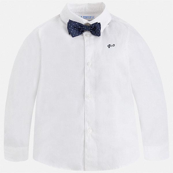 Рубашка Mayoral для мальчикаБлузки и рубашки<br>Характеристики товара:<br><br>• цвет: белый<br>• комплектация: рубашка и галстук-бабочка<br>• состав ткани: 72% хлопок, 25% полиамид, 3% эластан<br>• сезон: круглый год<br>• особенности модели: нарядная<br>• застежка: пуговицы<br>• длинные рукава<br>• страна бренда: Испания<br>• стиль и качество<br><br>Такая нарядная детская рубашка сделана из дышащего приятного на ощупь материала. Благодаря продуманному крою детской рубашки создаются комфортные условия для тела. Рубашка с длинным рукавом для мальчика отличается лаконичным продуманным дизайном, она дополнена галстуком-бабочкой.<br><br>Рубашку Mayoral (Майорал) для мальчика можно купить в нашем интернет-магазине.