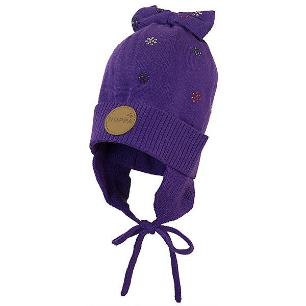 Шапка BECCA HuppaДемисезонные<br>Характеристики товара:<br><br>• цвет: фиолетовый; <br>• модель: Becca;<br>• состав: 50% хлопок, 50% акрил;<br>• без дополнительного утепления;<br>• сезон: демисезон;<br>• температурный режим: от -5 до +10С;<br>• особенности: вязаная;<br>• шапка на завязках;<br>• декорирована рисунком и бантом;<br>• светоотражающие элементы;<br>• страна бренда: Эстония;<br>• страна изготовитель: Эстония.<br><br>Вязаная шапка из хлопка и акрила, декорирована мелким рисунком и бантиком на макушке. Шапка на завязках дополнена светоотражающей эмблемой.<br><br>Шапку BECCA от бренда Huppa (Хуппа) можно купить в нашем интернет-магазине.<br>Ширина мм: 89; Глубина мм: 117; Высота мм: 44; Вес г: 155; Цвет: лиловый; Возраст от месяцев: 12; Возраст до месяцев: 24; Пол: Женский; Возраст: Детский; Размер: 47-49,51-53,43-45; SKU: 7571629;