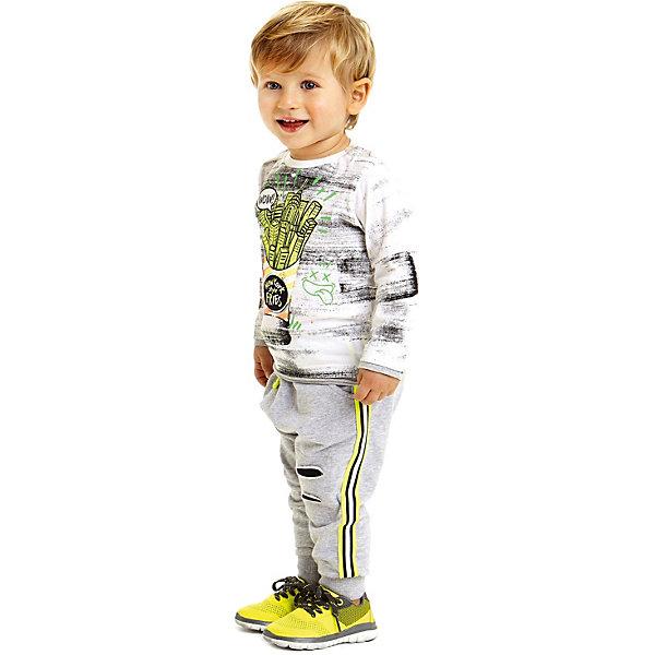 Джемпер iDO для мальчикаФутболки с длинным рукавом<br>Характеристики товара:<br><br>• цвет: белый<br>• состав ткани: 95% хлопок, 5% синтетическое волокно<br>• сезон: демисезон<br>• длинные рукава<br>• страна бренда: Италия<br><br>Белый лонгслив для детей отличается интересным принтом. Трикотажный лонгслив для мальчика сшит из дышащего натурального хлопкового материала, который отлично подходит для малышей. Такой детский лонгслив от известного бренда iDO из Италии поможет обеспечить ребенку тепло и комфорт. <br><br>Лонгслив iDO (АйДу) для мальчика можно купить в нашем интернет-магазине.<br>Ширина мм: 190; Глубина мм: 74; Высота мм: 229; Вес г: 236; Цвет: белый; Возраст от месяцев: 18; Возраст до месяцев: 24; Пол: Мужской; Возраст: Детский; Размер: 92,116,110,104,98,122; SKU: 7588015;